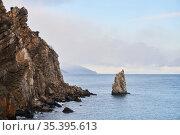 Seascape with sheer coastal cliffs. Стоковое фото, фотограф Евгений Харитонов / Фотобанк Лори
