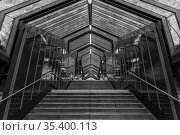The steps on the streets of the city in black and white. Стоковое фото, фотограф Zoonar.com/Andy Höch / age Fotostock / Фотобанк Лори
