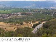 Вид на Балаклавскую долину с Сапун-горы в городе Севастополе, Крым. Стоковое фото, фотограф Николай Мухорин / Фотобанк Лори