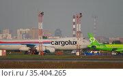 Boeing 747 of Cargolux of Tolmachevo airport. Редакционное видео, видеограф Игорь Жоров / Фотобанк Лори
