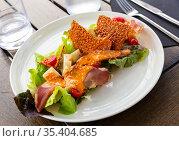 Appetizing Basque salad with sheep cheese, cured ham, romaine salad and tomatoes. Стоковое фото, фотограф Яков Филимонов / Фотобанк Лори