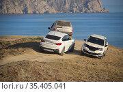 Cars by the Sea on the Hill by the Lagoon. Стоковое фото, фотограф Юрий Бизгаймер / Фотобанк Лори