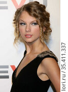 Taylor Swift, 12-8-09, Photo By John Barrett/PHOTOlink (2008 год). Редакционное фото, фотограф Photo By John Barrett/PHOTOlink / age Fotostock / Фотобанк Лори