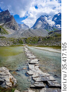 Cow lake, Lac des Vaches, in Vanoise national Park, Savoy, France. Стоковое фото, фотограф Zoonar.com/Laurent Davoust / easy Fotostock / Фотобанк Лори
