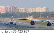 Aircraft queue for departure. Редакционное видео, видеограф Игорь Жоров / Фотобанк Лори