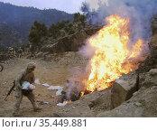 AFGHANISTAN Shuryak Valley -- 05 Feb 2004 -- US Marine Lance Cpl ... Редакционное фото, фотограф Jonathan William Mitchell / age Fotostock / Фотобанк Лори