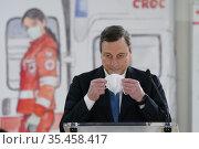 12/03/2021 Fiumicino. Il presidente del Consiglio Mario Draghi visita... Редакционное фото, фотограф IMAGOECONOMICA/Pool / age Fotostock / Фотобанк Лори