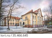 Здание отделения акушерства в больнице в Смоленске. Стоковое фото, фотограф Baturina Yuliya / Фотобанк Лори