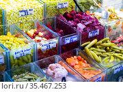 Pickled vegetables and olives on Turkish bazaar counter. Стоковое фото, фотограф Яков Филимонов / Фотобанк Лори