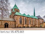 Essen Minster or Essen Cathedral. The minster was formerly the collegiate... Стоковое фото, фотограф Zoonar.com/Boris Breytman / easy Fotostock / Фотобанк Лори