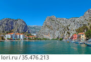 Panoramic view of Cetina river in Omis with mountains in the background... Стоковое фото, фотограф Zoonar.com/Boris Breytman / easy Fotostock / Фотобанк Лори