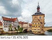 Old town hall (Altes Rathaus)(1386), built in the middle of the Regnitz... Стоковое фото, фотограф Zoonar.com/Boris Breytman / easy Fotostock / Фотобанк Лори