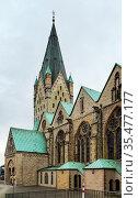 Catholic Paderborn Cathedral is mainly of the 13th century. The western... Стоковое фото, фотограф Zoonar.com/Boris Breytman / easy Fotostock / Фотобанк Лори