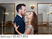 Couple looks into each other's eyes while dancing. Стоковое фото, фотограф Евгений Харитонов / Фотобанк Лори