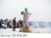 Vologda, Russia - March 13, 2021: Holiday of Shrovetide in Russia. Big doll burning. Редакционное фото, фотограф Дмитрий Бачтуб / Фотобанк Лори
