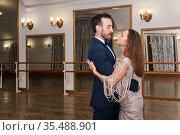 Adult couple dancing classical partner dance in empty ballhall. Стоковое фото, фотограф Евгений Харитонов / Фотобанк Лори