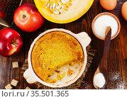 Pumpkin casserole with apple. Стоковое фото, фотограф Надежда Мишкова / Фотобанк Лори