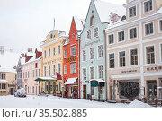 Tallinn, Estonia - Feb 01, 2021:  Snowfall in Tallinn's old town. Редакционное фото, фотограф Юлия Кузнецова / Фотобанк Лори