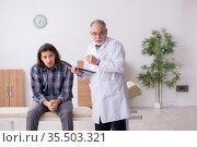 Young male patient visiting experienced doctor psychiatrist. Стоковое фото, фотограф Elnur / Фотобанк Лори