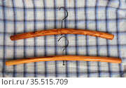 Две вешалки, сделанные из вишневых веток. Ручная работа. Стоковое фото, фотограф Анатолий Матвейчук / Фотобанк Лори