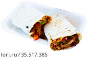 Turkish fast food, wrapped dish durum kebab. Стоковое фото, фотограф Яков Филимонов / Фотобанк Лори