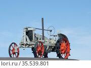 Втз трактор. Редакционное фото, фотограф Ушаков Николай / Фотобанк Лори