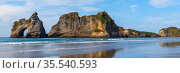 Wharariki Beach and Archway Islands panoramic view, Golden Bay,  New Zealand. Стоковое фото, фотограф NataMint / Фотобанк Лори