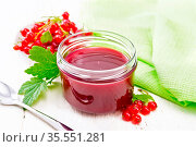 Red currant jam in glass jar, bunches of berries with leaves, a napkin... Стоковое фото, фотограф Zoonar.com/kostrez / easy Fotostock / Фотобанк Лори