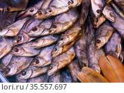 dried fish chekhon on the counter of the store. Стоковое фото, фотограф Татьяна Яцевич / Фотобанк Лори