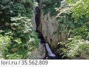 Река и водопад в карстовом провале. Шкоцьян, Словения. Стоковое фото, фотограф Вадим Хомяков / Фотобанк Лори