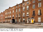 Street with typical houses in Dublin, Ireland. Стоковое фото, фотограф Zoonar.com/Boris Breytman / easy Fotostock / Фотобанк Лори