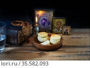 Великий Пост, вечерняя молитва. Стоковое фото, фотограф Короленко Елена / Фотобанк Лори