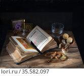 Утренняя молитва Великим Постом. Стоковое фото, фотограф Короленко Елена / Фотобанк Лори