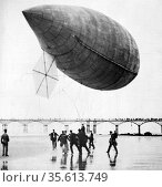 Alberto Santos-Dumont's airship No. 14 on the sands at Trouville, ... Редакционное фото, агентство World History Archive / Фотобанк Лори