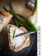 Homemade buckwheat bread with garlic cheese spread. Стоковое фото, фотограф Peredniankina / Фотобанк Лори