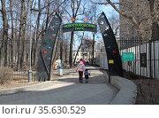 Новослободский парк. Москва. Редакционное фото, фотограф Сергей Соболев / Фотобанк Лори