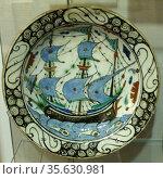 Iznik ceramics, 16th-17th century. Polychrome glazed Ottoman pottery... Редакционное фото, агентство World History Archive / Фотобанк Лори