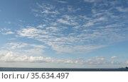 Timelapse white clouds in the blue sky. Стоковое видео, видеограф Игорь Жоров / Фотобанк Лори