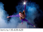 Circus actress performs the number in a beautiful smoke. Manual equilibrium... Стоковое фото, фотограф Zoonar.com/Svetlana / age Fotostock / Фотобанк Лори