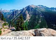 Beautiful mountain peak in North Cascade Range, Washington / USA. Стоковое фото, фотограф Zoonar.com/Galyna Andrushko / easy Fotostock / Фотобанк Лори