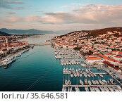 Aerial view, sailing yachts, motor yachts and catamarans. Стоковое фото, фотограф Zoonar.com/Oleksii Hrecheniuk / easy Fotostock / Фотобанк Лори