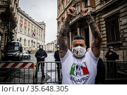 Demonstrators. Moments of tension at the unauthorized sit-in in Piazza... Редакционное фото, фотограф Alessandro Serrano' / AGF/Alessandro Serrano' / / age Fotostock / Фотобанк Лори