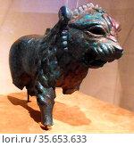 Anatolian or Syrian lion figure in copper alloy. Ist Millennium BC... Редакционное фото, агентство World History Archive / Фотобанк Лори