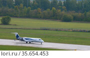 Private jet Mitsubishi Challenger departure. Редакционное видео, видеограф Игорь Жоров / Фотобанк Лори