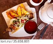 Appetizing pork shish kebab of Georgian cuisine. Стоковое фото, фотограф Яков Филимонов / Фотобанк Лори