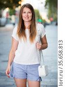 Girl enjoying walk around city. Стоковое фото, фотограф Яков Филимонов / Фотобанк Лори