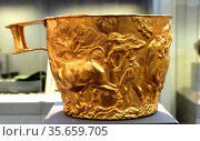 Gold cup with rich spiral decoration, found in Shaft Grave V, Grave... Редакционное фото, агентство World History Archive / Фотобанк Лори