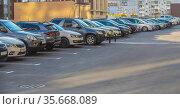 Cars in a parking lot in a residential area. Стоковое фото, фотограф Юрий Бизгаймер / Фотобанк Лори
