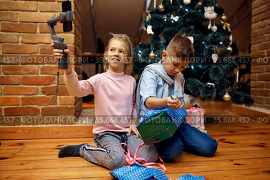 Children bloggers, blog at christmas tree