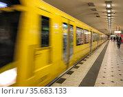 Berlin, Germany, subway of the line 9 in the station Zoologischer Garten. Редакционное фото, агентство Caro Photoagency / Фотобанк Лори